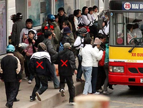Kinh nghiem tranh bi moc tui tren xe bus