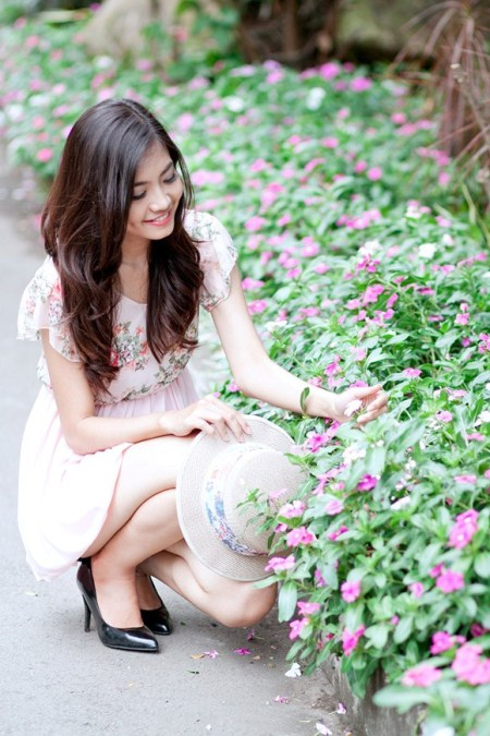 Với chiều cao lí tưởng 1m74, số đo ba vòng 84 - 62 - 91 và gương mặt khả ái, Ninh Hoàng Ngân đã đoạt danh hiệu Hoa hậu biển của cuộc thi Hoa hậu Việt Nam năm 2012.