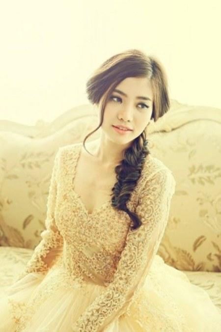 Trước đó, Ninh Hoàng Ngân cũng đã tham gia cuộc thi Hoa hậu Thế giới người Việt 2010 và đạt giải phụ Người đẹp thời trang.