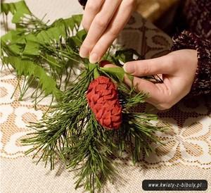 Dễ thương chùm quả thông Noel làm từ giấy 10