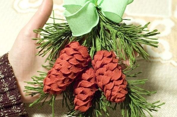 Dễ thương chùm quả thông Noel làm từ giấy 11