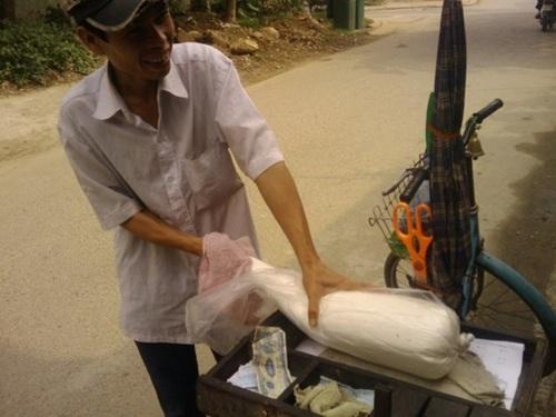 Kẹo kéo từ lâu đã không còn được thấy trên các con phố Sài Gòn. Ảnh: Facebook.