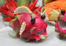 Cách làm chú cá bằng quả thanh long và đàn ếch từ trái xu xu cho mâm cỗ Trung Thu